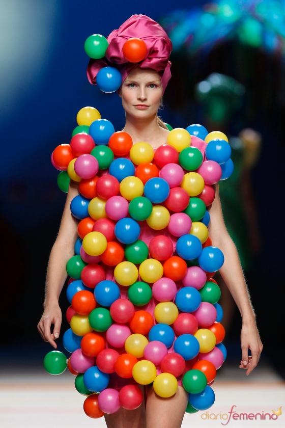 vestido-con-bolas-de-agatha-ruiz-de-la-prada