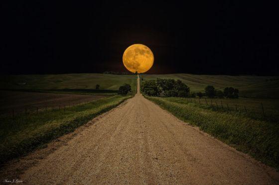 Luna AAron J Groen